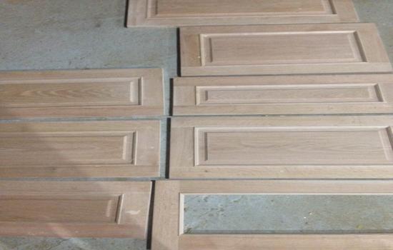 cánh tủ bếp gỗ tự nhiên để mộc